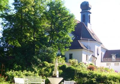 """Mariä Heimsuchung: Bischofsmesse und """"Bibel uff pälzisch"""""""